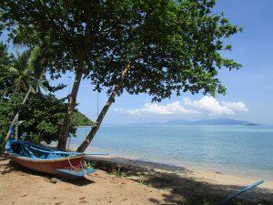 Un bateau sur une plage de Thailande
