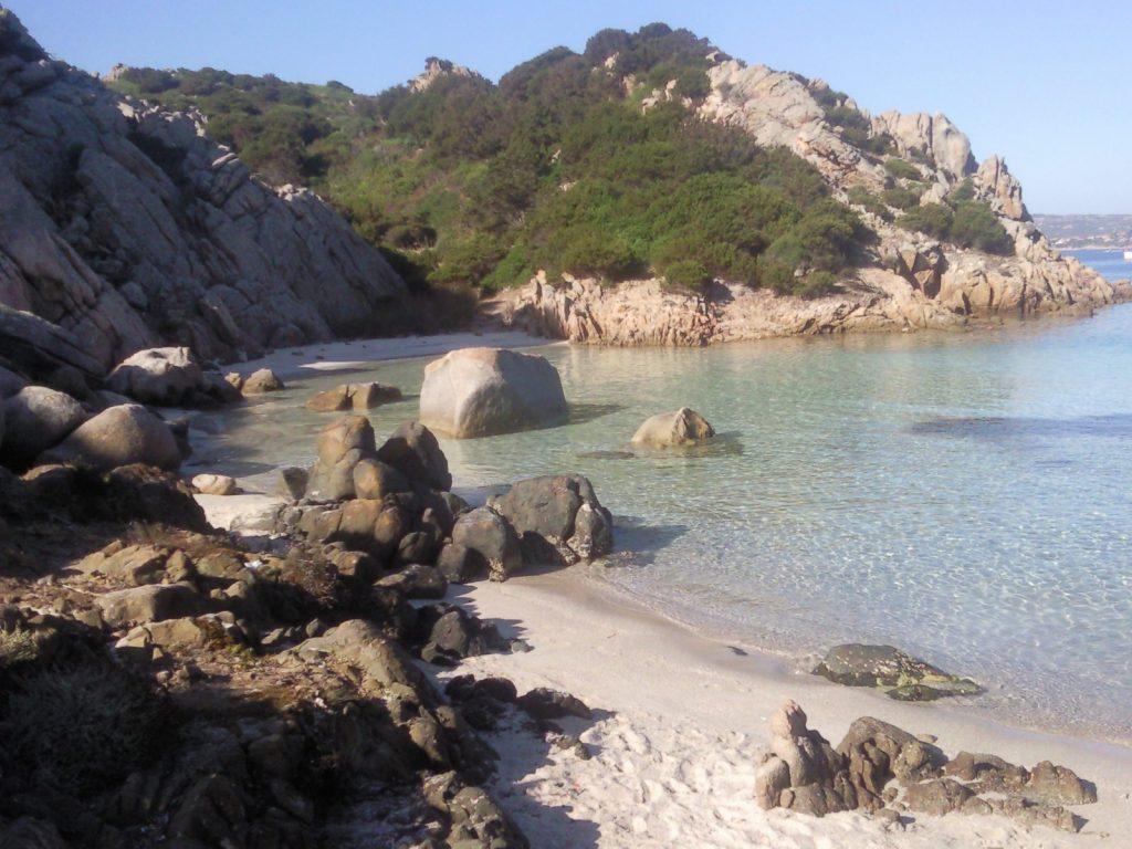 Plage de la Napoletana, sur l'île Caprera en Sardaigne