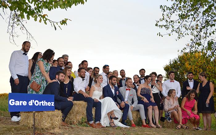 Photo de mariage avec les amis du couple